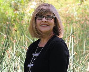 Ms Linda Riebe