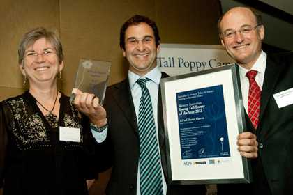 Daniel was the recipient of the Tall Poppy Award, presented at a ceremony on Thursday 15th November.  Present are Professor Jo Ward, Dean Faculty of Science Curtin University; Daniel;  and, Winthrop Professor Ian Puddey, Dean Faculty of Medicine, Dentistry and Health Sciences.