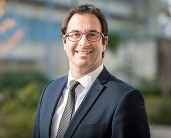 Professor Daniel Galvão